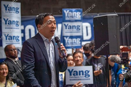 Andrew Yang campaigning, New York