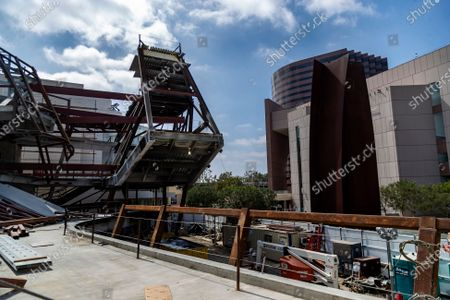 The new Orange County Museum of Art is under construction next to the Segerstrom Center for the Arts, right, on May 13, 2021 in Costa Mesa, California.(Gina Ferazzi / Los Angeles Times)