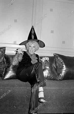 Editorial picture of Phyllis Diller and Dr. Donald Levy - 30 Oct 1981