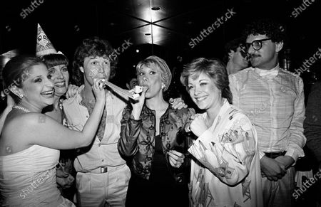 UNITED STATES - JULY 01:  Julie Budd, Maureen McGovern, Andy Gibb, Marilyn Michaels, and Donna Pescow