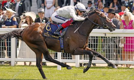 PALACE PIER (Frankie Dettori) wins The Queen Anne Stakes