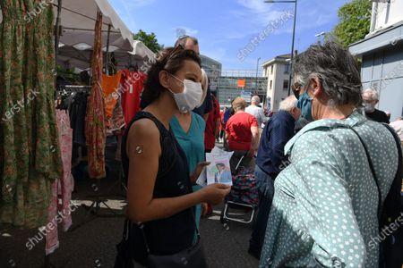 Najat Vallaud-Belkacem at the Vienne market