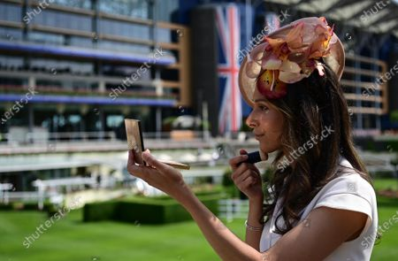 Stock Picture of Isabella Charlotta Poppius touches up her make-up as she attends day one of Royal Ascot in Ascot, Britain, 15 June 2021. Royal Ascot is Britain's most valuable horse race meeting and social event running daily from 15 to 19 June 2019.