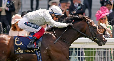 PALACE PIER (Frankie Dettori) wins The Queen Anne Stakes Royal Ascot