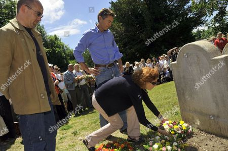 Lord Jim Knight, Baroness Janet Royall and Ben Bradshaw placing a wreath on James Hammett's grave