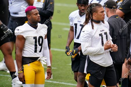 Pittsburgh Steelers wide receivers JuJu Smith-Schuster (19) and Chase Claypool (11) work during the team's NFL mini-camp football practice in Pittsburgh