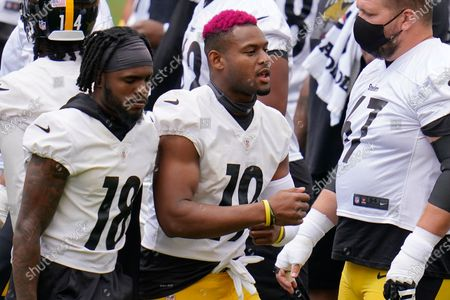 Pittsburgh Steelers wide receivers JuJu Smith-Schuster (19) and Diontae Johnson (18) work during the team's NFL mini-camp football practice in Pittsburgh
