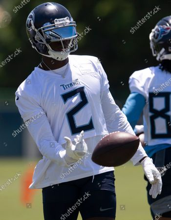 Tennessee Titans wide receiver Julio Jones tosses the ball during NFL football minicamp, in Nashville, Tenn