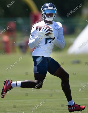 Tennessee Titans wide receiver Julio Jones pulls in a catch during NFL football practice, in Nashville, Tenn