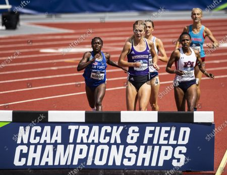 Eugene, OR U.S.A. Air Force Mahala Norris, Washington Katie Rainsberger and university of Auburn Joyce Kimeli leads the pack in the womens 3000m steeplechase during the NCAA division 1 mens and womens track and field outdoor championship at Hayward Field Eugene, OR. Thurman James / CSM