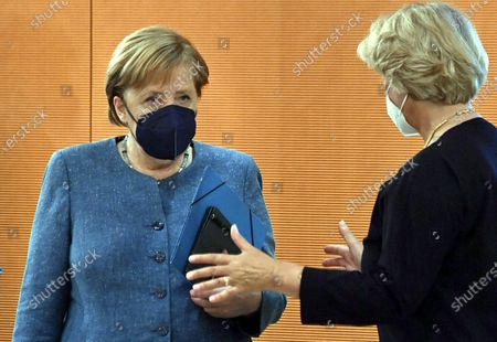 Stock Image of German Chancellor Angela Merkel, left, speaks with the Federal Government's Commissioner for Culture and the Media Monika Gruetters, right, prior to the weekly cabinet meeting at the chancellery in Berlin, Germany