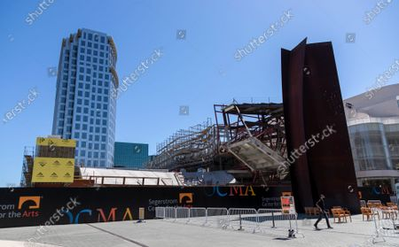 The new Orange County Museum of Art (OCMA) is under construction next to the Segerstrom Center for the Arts, far right, on June 11, 2021 in Costa Mesa, California.(Gina Ferazzi / Los Angeles Times)
