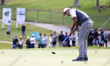 Stock Photo of Matt Kuchar of the US putts on the eleventh hole during the first round of the 2021 US Open golf tournament on the South Course of the Torrey Pines Golf Course in San Diego, California, USA, 17 June 2021.