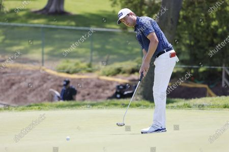 Harris English of the US putts on the eleventh hole during the first round of the 2021 US Open golf tournament on the South Course of the Torrey Pines Golf Course in San Diego, California, USA, 17 June 2021.