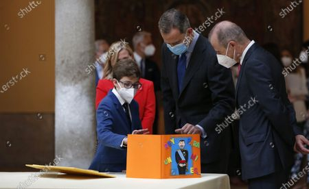 Spain's King Felipe VI (C) receives the winners of the 'Que Es Un Rey Para Ti' (lit.: What is a King for you?) contest during an audience held at El Pardo Palace in Madrid, Spain, 17 June 2021.