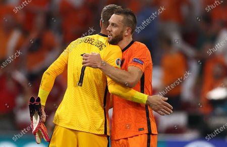 Stefan de Vrij (R) of the Netherlands and Goalkeeper Maarten Stekelenburg of the Netherlands celebrate after winning the UEFA EURO 2020 preliminary round group C soccer match between the Netherlands and Austria in Amsterdam, Netherlands, 17 June 2021.