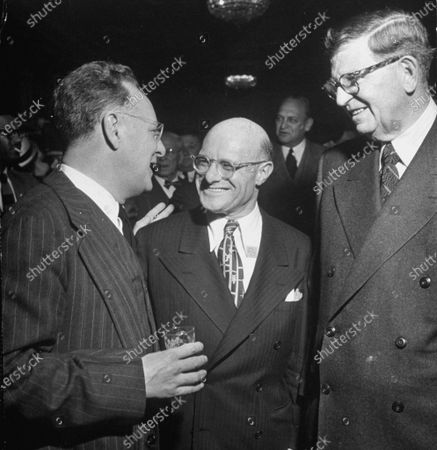 Jacob Avery (C) and Edward J. Kelly (R), talking to an unidentified man at the Jefferson Jubilee.
