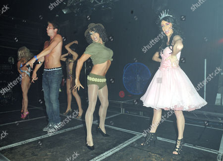 Jonas Erik Altberg with drag queens