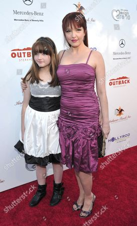 Amy Yasbeck (r) and daughter Stella Ritter