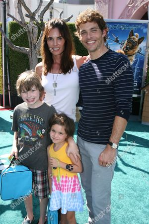 Lisa Linde, James Marsden with children Mary and Jack