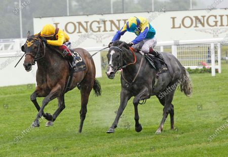 Dragon Symbol and Oisin Murphy [right] and Campanelle and Frankie Dettori battle out the finish of the Commonwealth Cup at Royal Ascot. before Campanelle won the race in the stewrads' room. 18/6/2021 Pic Steve Davies