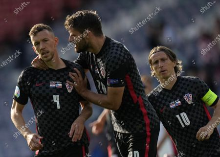 Ivan Perisic (L) of Croatia celebrates scoring the equalizer during the UEFA EURO 2020 group D preliminary round soccer match between Croatia and the Czech Republic in Glasgow, Britain, 18 June 2021.