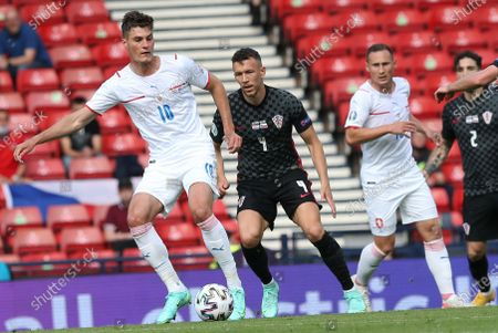 Ivan Perisic (2-L) of Croatia in action against Patrik Schick (L) of the Czech Republic during the UEFA EURO 2020 group D preliminary round soccer match between Croatia and the Czech Republic in Glasgow, Britain, 18 June 2021.
