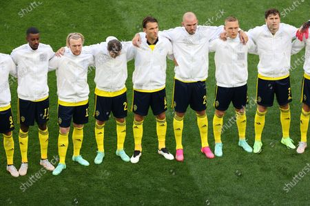 Marcus Berg (9), Mikael Lustig (2), Sebastian Larsson (7) of Sweden taking a group photo during the European championship EURO 2020 between Sweden and Slovakia at Gazprom Arena. (Final Score; Sweden 1:0 Slovakia).