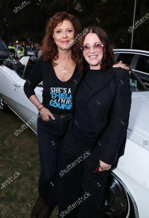 Susan Surandon and Megan Mullally
