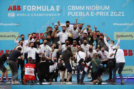 The Audi Sport Abt Schaeffler team gather around their drivers Lucas Di Grassi (BRA), Audi Sport ABT Schaeffler, 1st position, and Rene Rast (DEU), Audi Sport ABT Schaeffler, 2nd position, on the podium during the 2021 Formula E Round 8 - Puebla E-Prix