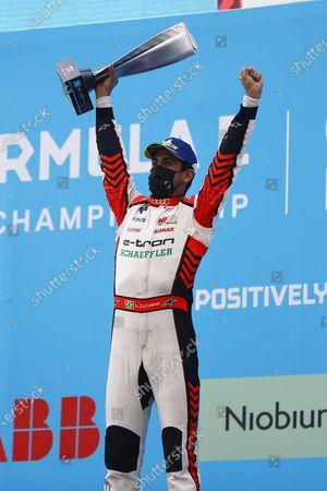 Lucas Di Grassi (BRA), Audi Sport ABT Schaeffler, 1st position, lifts his trophy to applause from Rene Rast (DEU), Audi Sport ABT Schaeffler, 2nd position, and Edoardo Mortara (CHE), Venturi Racing, 3rd position during the 2021 Formula E Round 8 - Puebla E-Prix