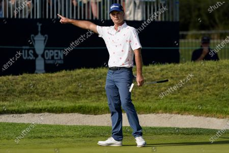 Kevin Streelman motions as his putt misses the hole on the 18th green during the third round of the U.S. Open Golf Championship, at Torrey Pines Golf Course in San Diego
