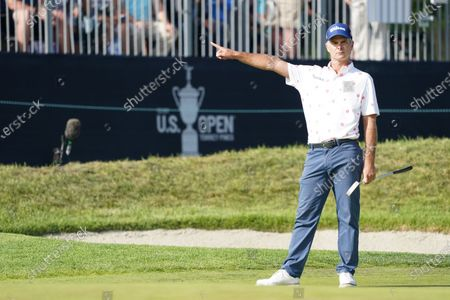 Kevin Streelman reacts to his eagle attempt on the 18th hole during the third round of the 2021 U.S. Open Championship in golf at Torrey Pines Golf Course in San Diego, California, USA.