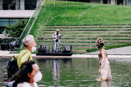 A crowd watches as Nona Hendryx and Vernon Reid peform in the Milstein Pool at Hearst Plaza in Lincoln Center.