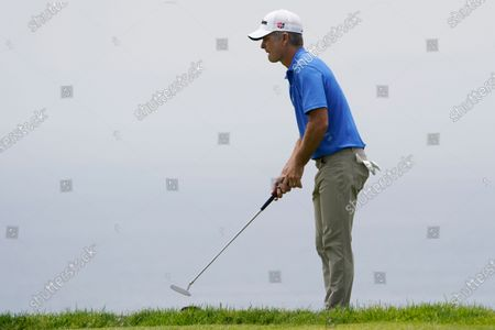 Kevin Streelman reads the lie on the fourth green during the final round of the U.S. Open Golf Championship, at Torrey Pines Golf Course in San Diego