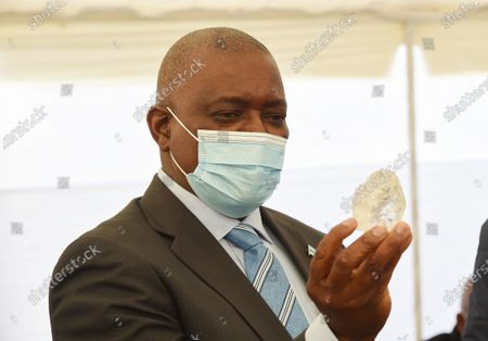 (210616) - GABORONE, June 16, 2021 (Xinhua) - Botswana President Mokgweetsi Masisi looks at the 1,098.30-carat diamond discovered by the Debswana Diamond Company in Gaborone, Botswana, on June 16, 2021. The Debswana Diamond Company on Wednesday presented at 1,098.30-carat diamond to Botswana President Mokgweetsi Masisi and the Cabinet in Gaborone, capital of Botswana. According to the company, the stone, discovered on June 1 from the south Kimberlite pipe at Jwaneng mine in the southern part of the country, is the largest of gem quality in the history of the company, a joint venture between the Botswanan government and the global diamond giant De Beers, since diamonds were discovered in Botswana in 1967.