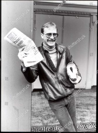 Editorial image of Dennis Waterman - Actor - 1982 'the Front Page ' To Be 600 000 Musical. 'minder' Dennis Waterman And Anton Rodgers Star As Chicago Newsmen. Louis Benjamin Chief Exectutive Of Stoll Moss Theatres With Deputy Chief Exectutive Toby Rowland Today Ann