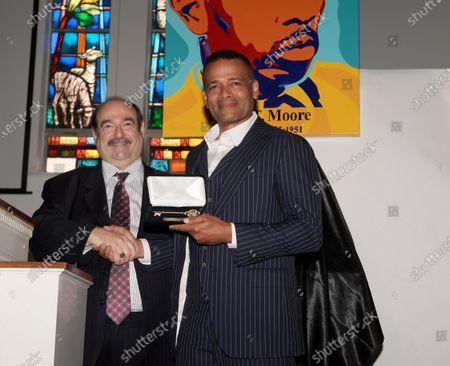 Mayor Steven Geller, Mario Van Peebles