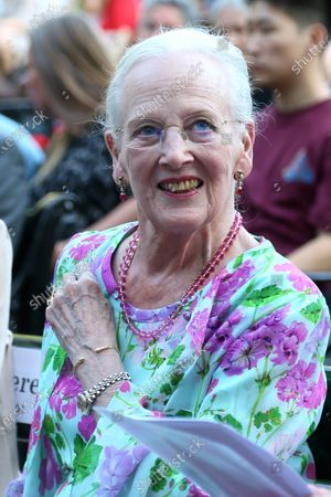 Queen Margrethe II is waiting for the re-premiere of 'Tinderbox' at the Pantomime Theater in Tivoli.