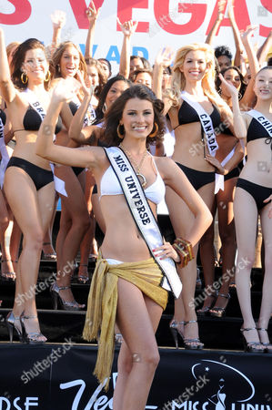 Miss Universe 2009 Stefania Fernandez