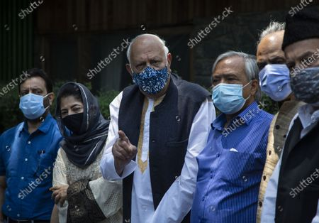 National Conference (NC) President Farooq Abdullah, third left and Peoples Democratic Party (PDP) President Mehbooba Mufti, second left, stand during a joint press conference of People's Alliance for Gupkar Declaration (PAGD) in Srinagar, Indian controlled Kashmir