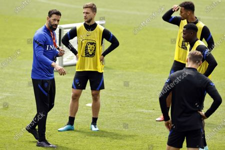 Assistant trainer Ruud van Nistelrooy (L) during a training session of the Dutch national team on the KNVB Campus in Zeist, The Netherlands, 22 June 2021.