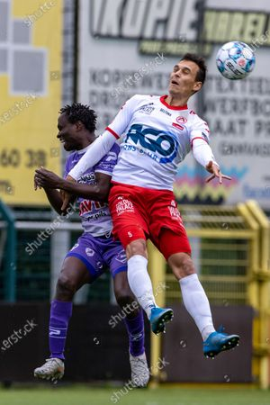 Kortrijk's Trent Sainsbury fights for the ball during the match between KRC Harelbeke and Belgian first division soccer team KV Kortrijk, the first friendly match of KV Kortrijk, ahead of the 2021-2022 season, in Harelbeke, Tuesday 22 June 2021.