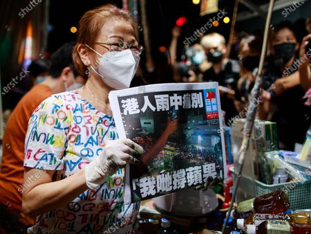 Pro-democracy Apple Daily is forced to close, Hong Kong
