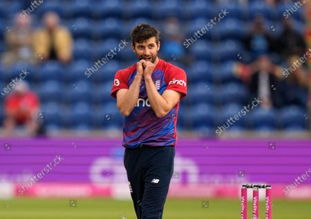 England's Mark Wood reacts after bowling to Sri Lanka's Wanindu Hasaranga during the second T20 international cricket match between England and Sri Lanka in Cardiff, Wales