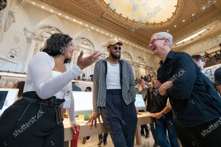 Jordyn Woods, left, and Karl-Anthony Towns chat with Apple CEO Tim Cook, right, during the opening of the Apple Tower Theatre flagship retail store on Broadway Theatre District downtown Los Angeles . Opened in 1927, the landmark Tower Theatre designed by theatre architect S. Charles Lee closed its doors in 1988