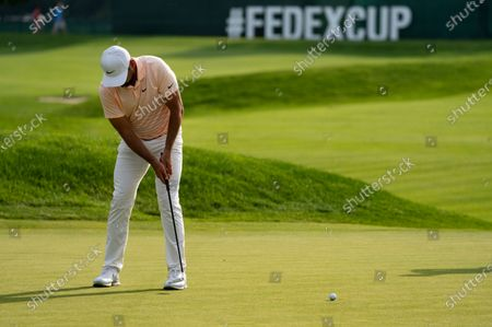 Jason Day putts on the ninth green during the second round of the Travelers Championship golf tournament at TPC River Highlands, in Cromwell, Conn