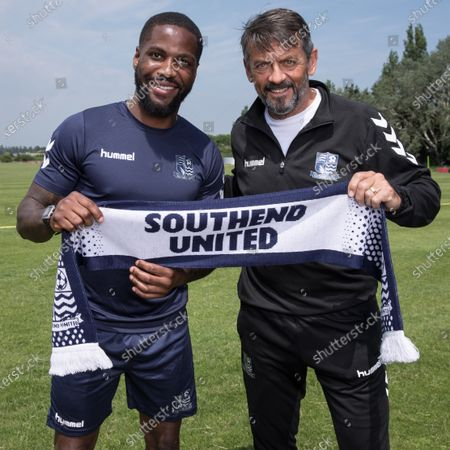 Abu Ogogo signs for Southend United FC with manager Phil Brown.