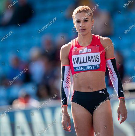 Jodie Williams wins the women's 400m