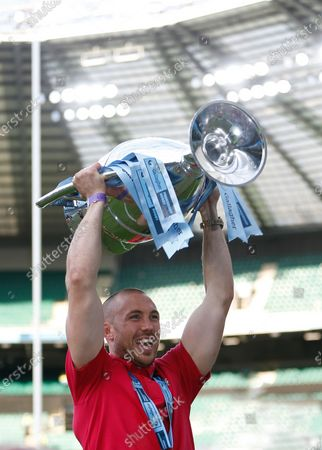 Mike Brown lifting the trophy following Harlequins premiership final win; Twickenham, London, England; Premiership Rugby Union Final, Exeter Chiefs versus Harlequins.